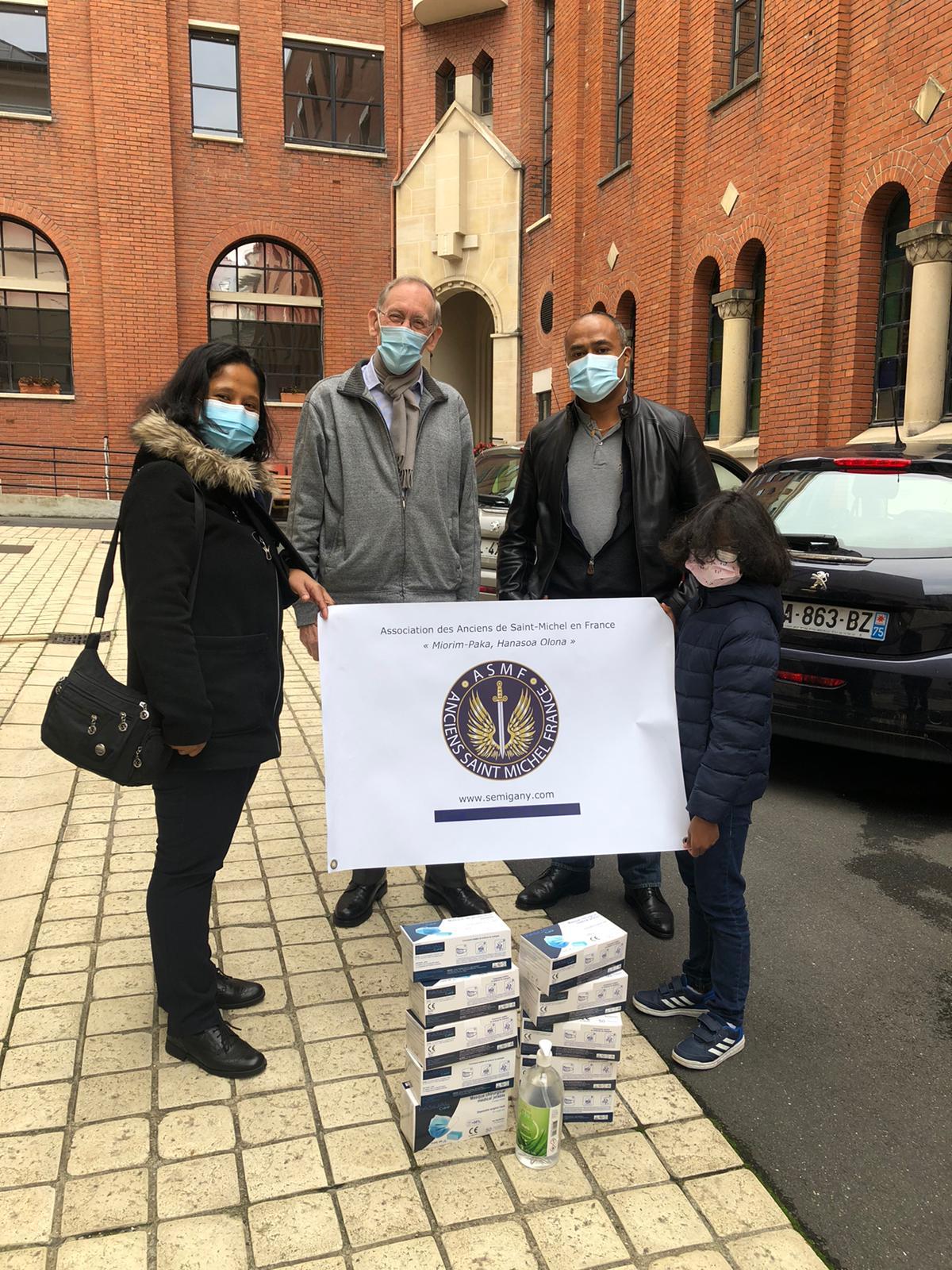 Remise de dons de masques type chirugical et de Gel Hydroalcoolique centre Saint-François Xavier Paris 7ème Arrondissement