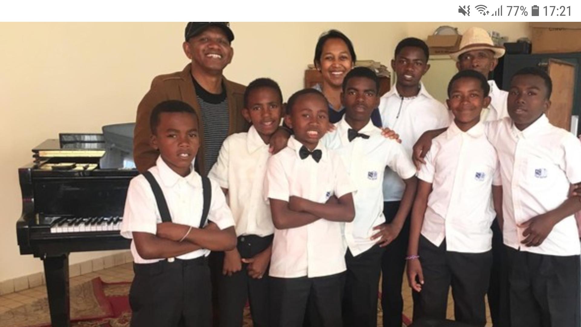 Prise en charge des frais de scolarité de 4 enfants membres du Groupe Z—- K—–