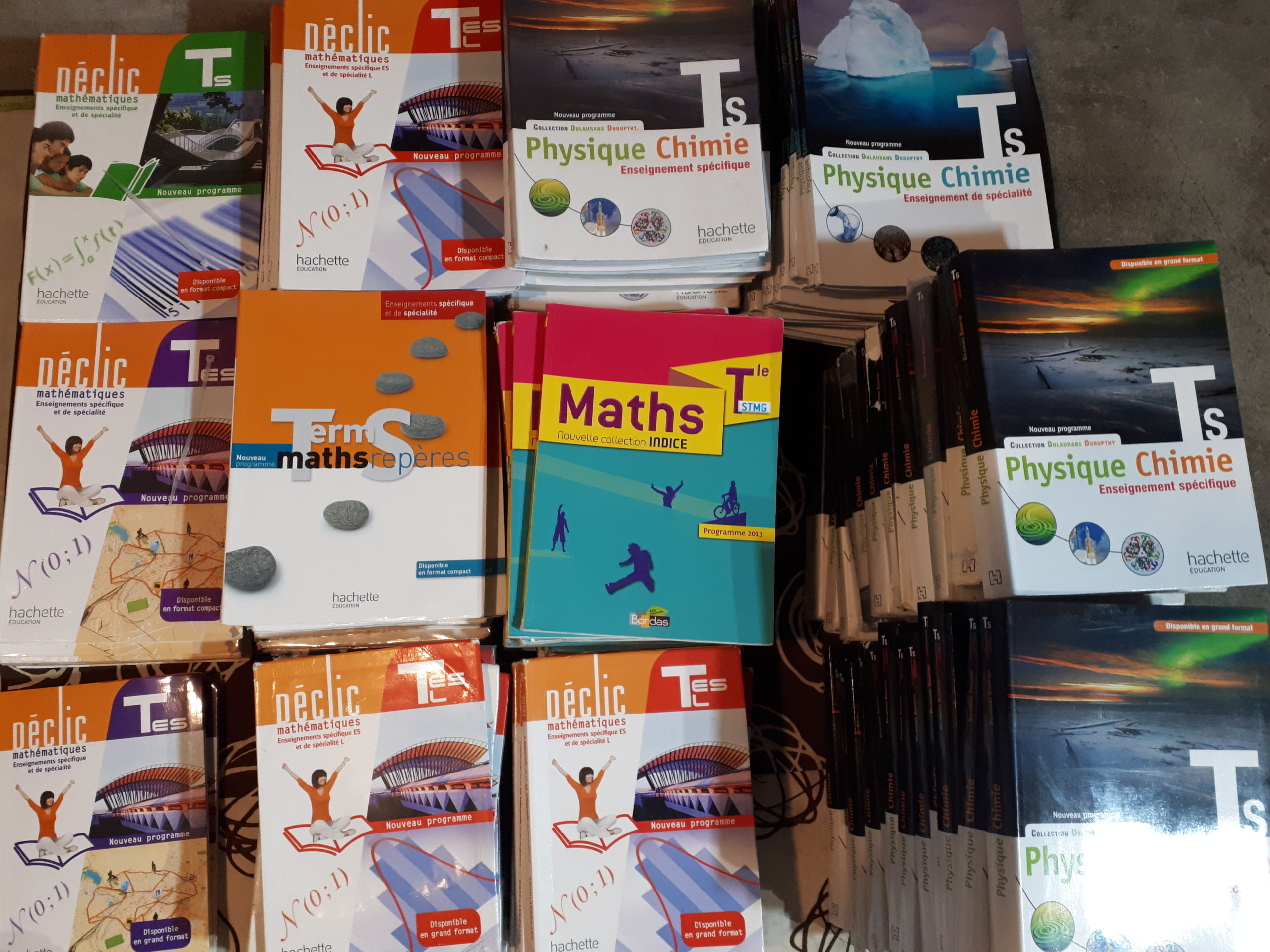 Envoi de manuels scolaires au Collège Saint-Michel.